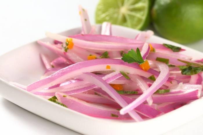 imagen plato de sarsa criolla o salsa criolla