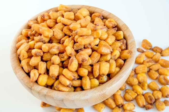 imagen pote con maiz cancha, cancha serrana o maiz tostado