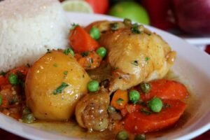 imagen plato de estofado de pollo peruano