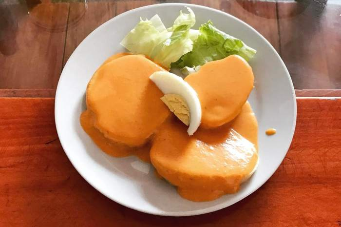 imagen plato de crema de rocoto con papas