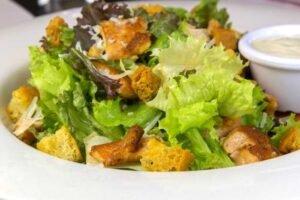 imagen plato de ensalada cesar peruana