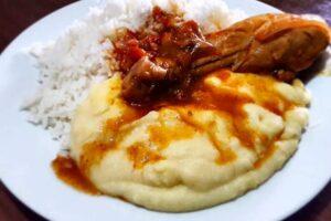 imagen plato de pollo a la olla con pure