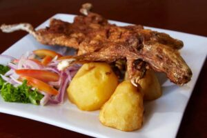 imagen plato de cuy chactado peruano