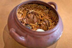 imagen olla de barro con sopa seca chinchana
