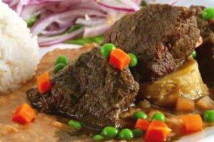 imagen plato de seco de carne o seco de res