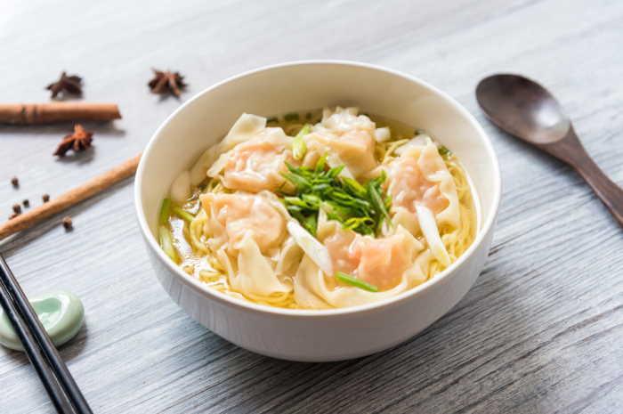 imagen plato de sopa wantan