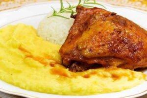 imagen plato de pollo al horno con pure y arroz blanco