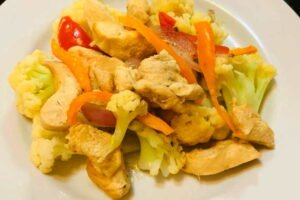 imagen plato de saltado de coliflor peruano