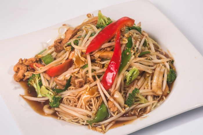 imagen plato de tallarin saltado chino peruano