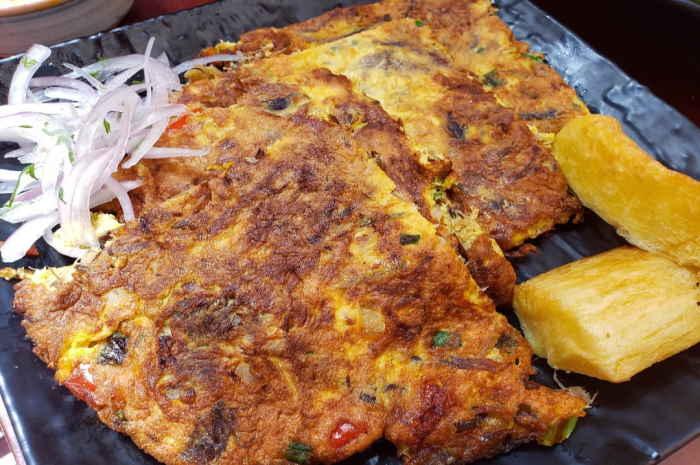 imagen de plato con tortilla de raya con sarsa