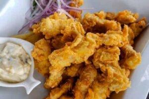 imagen plato de chicharron de pota con sarsa criolla