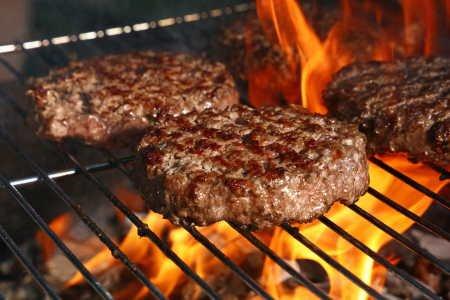 imagen hamburguesa casera en la parrilla