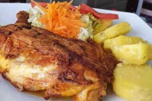imagen plato con pollada peruana con papas sancochadas