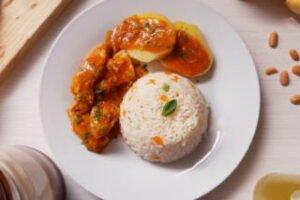 imagen plato con pollo al mani o pollo con mani
