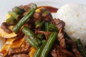 imagen plato de vainita saltada de carne con arroz