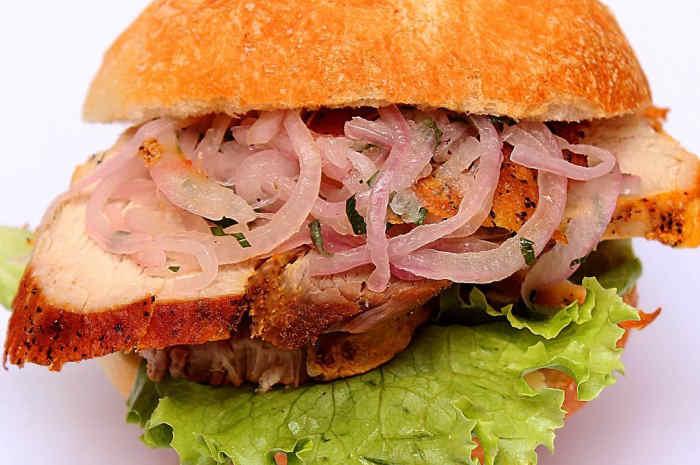 imagen sándwich butifarra peruano