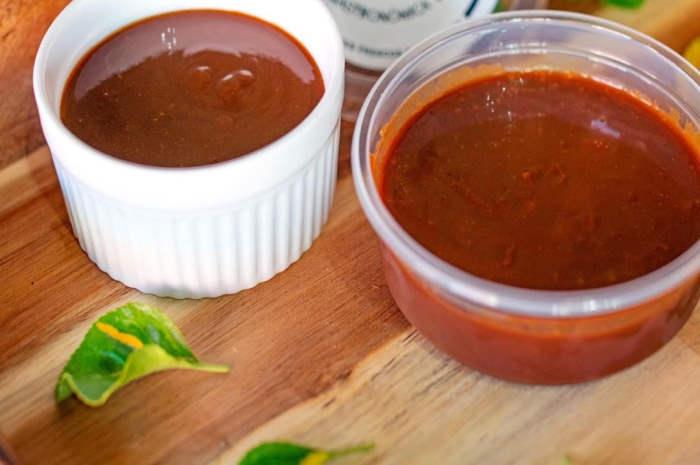 imagen de dos potes con salsa de tamarindo