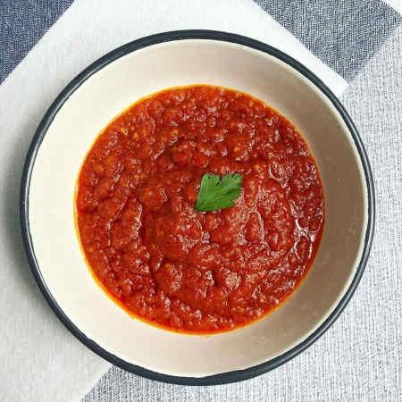 imagen cuenco con salsa de tomate