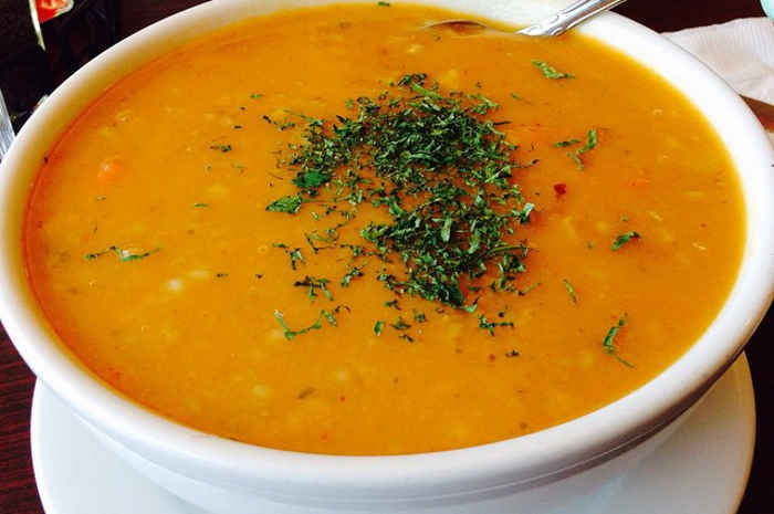 imagen plato con sopa de trigo